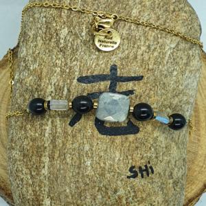 Collier en pierres naturelles pour apporter protection.