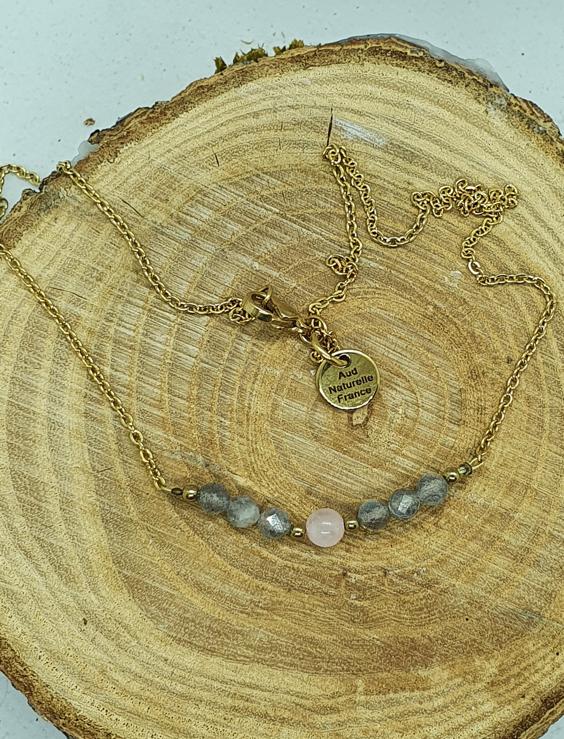 Collier en pierres naturelles pour apporter protection et apaisement.